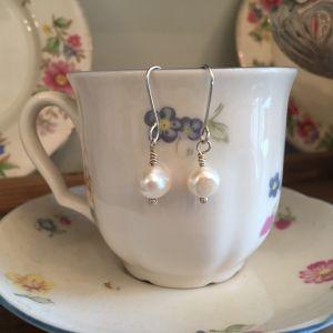 Silver fresh water pearl drop earrings